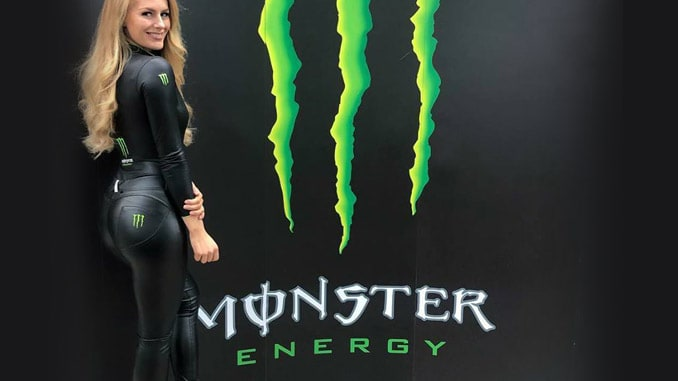 Monster Energy Outfit in der Werbung