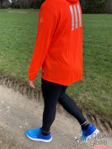 Manuel Nike Tights wandern auf einem Weg